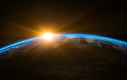Vi står ved en afgørende korsvej i verdenshistorien