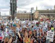 Klimastrejker blandt unge tidoblet verden over. Svigter vi ved ikke at deltage?