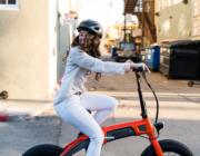 Grøn to-hjulet transport overhaler: Salget af elcykler, el-motorcykler og scootere stormer frem