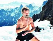 """Bestiger Mount Everest i shorts og kontrollerer sit immunforsvar: Mød """"ismanden"""" Wim Hof"""