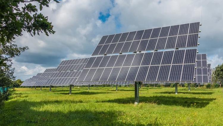 Skift til grøn energi sker hurtigere end ventet, men 3 grader varmere fremtid venter