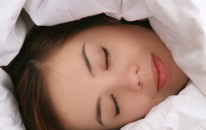 Ny søvnforskning: Tunge dyner giver bedre søvn