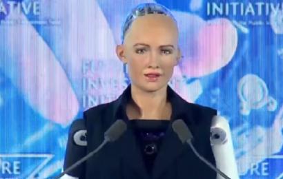 """""""Point of No Return"""" for kunstig intelligens er tættere på end nogensinde: Robot får statsborgerskab"""