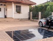 Solceller lagt som holdbare fliser i indkørslen kan give strøm til en hel husholdning