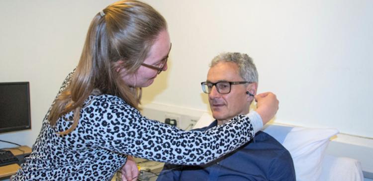 """Ny forskning: At """"kilde"""" øret med svag strøm kan forsinke aldring"""