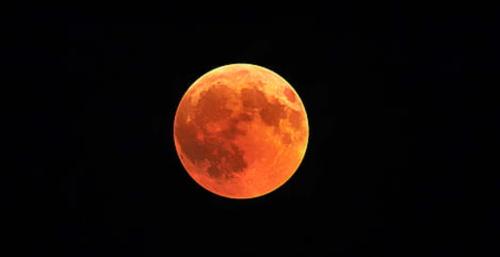Ormemåne er en kæmpe orange måne